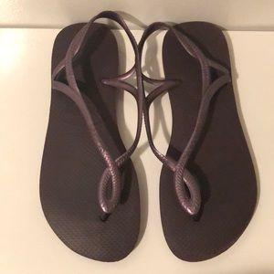 Havaianas purple sandals
